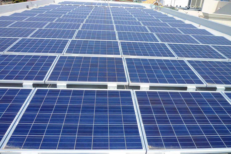 太陽光発電 110KWシステム(体育館屋上)